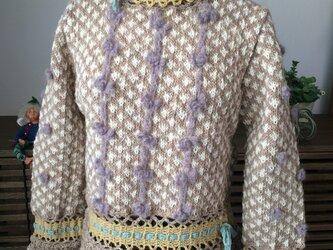 ブリューゲルレースと編み込みのセーターの画像