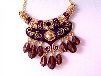 豪華紫色のシャンデリアペンダントネックレスの画像