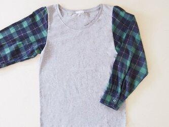 グレー×グリーン ネルシャツリメイク Tシャツの画像