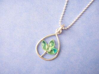 三つ葉のネックレス(しずく型植物シリーズ⑤)の画像