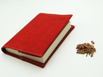優しい色で手染めした草木染め帆布ブックカバー〜緋色(あけいろ)〜の画像
