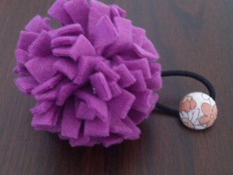 ポンポンフラワーゴム (紫)の画像