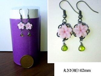 桜とアイドクレースのピアス(イヤリング変更可)の画像