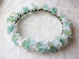 花かんむり  ホワイト&ペールブルーのアジサイの花冠の画像