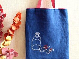 レトロ薬ビン&鳥フラワーベースの手刺繍リネンぺたんこバッグの画像