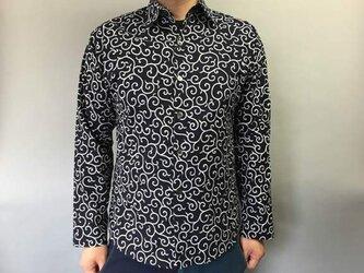 長袖和柄シャツ(細唐草模様)濃紺の画像
