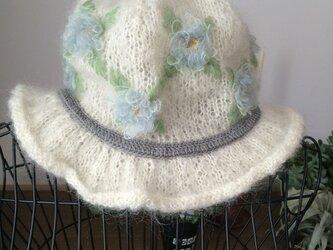 白いモヘアの帽子の画像