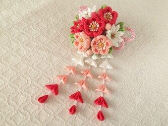 〈つまみ細工〉藤下がり付き梅と小菊と江戸打ち紐の髪飾り(白とサンゴとサーモンピンク)の画像