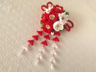 〈つまみ細工〉藤下がり付き梅と小菊と江戸打ち紐の髪飾り(赤と白)の画像
