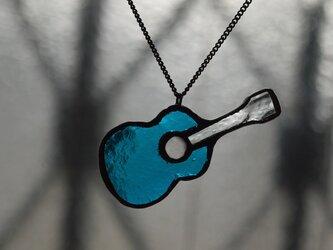 ギター (青) ネックレスの画像