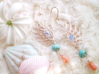 1566 天使の翼 珊瑚ピアスの画像