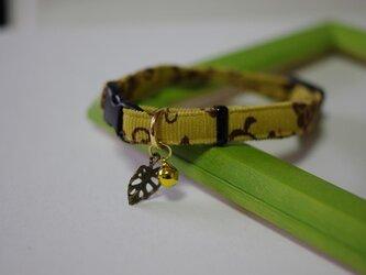 猫 アラベスク柄葉っぱ首輪(黄)の画像