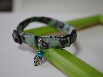 猫 アラベスク柄葉っぱ首輪(青)の画像