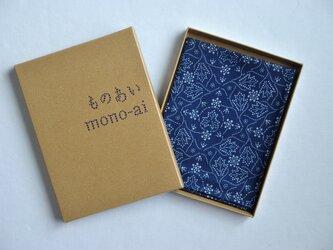 藍染×型染ハンカチ(唐草牡丹)の画像