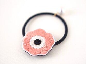 アネモネ刺繍のヘアゴム(ピーチピンク)の画像