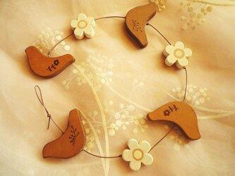 小鳥とお花のオーナメントの画像