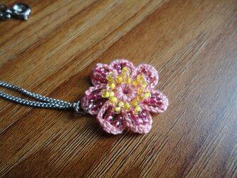 SALE!イチゴの花(ピンク)ペンダントトップの画像