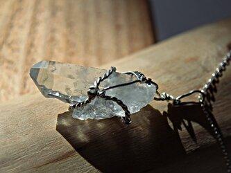乙女水晶の一点もの銀と金のネックレスの画像
