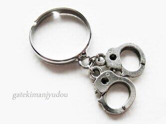 手錠のリングの画像