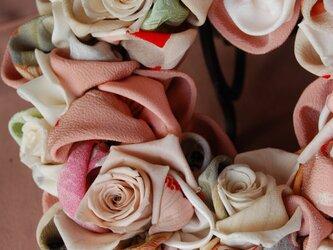 和布とプリザーブドローズのリースー プリばらワーク セピアピンクの画像
