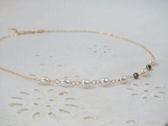 淡水パールとパイライトのネックレスの画像