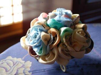 和布とプリザーブドローズの装花ー プリばらワーク 冬もえの画像