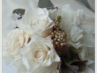 プリザーブドフラワー 白バラとユーカリ シャビーの画像