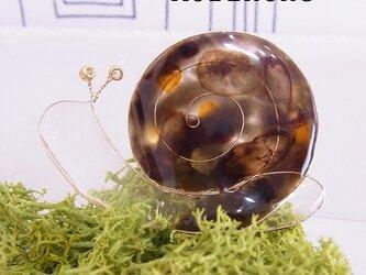 カタツムリのブローチ ブラウンの画像