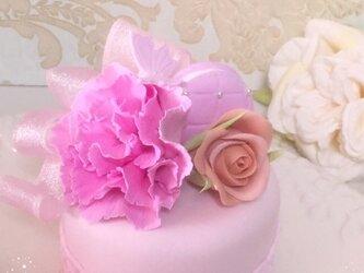 カーネーションのミニケーキの画像