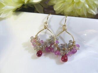 Sold:つるるんルビーとピンクサファイアの雫チャームピアスbの画像