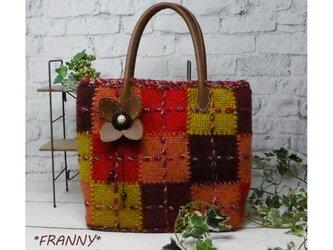 織りモチーフのカラフルバッグ(レッド系)の画像
