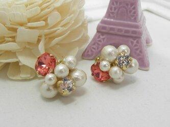 【新作】コットンパールとスワロのお花のイヤリングの画像