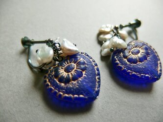 【silver925】アンティーク風コバルトハートのイヤリングの画像