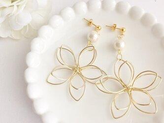 高品質~大花~ wire flower コットンパールピアス/イヤリングの画像