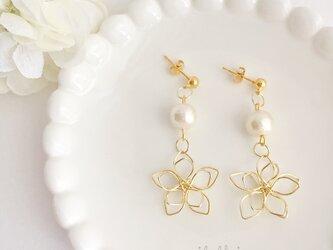 高品質~小花~ wire flower コットンパールピアス/イヤリングの画像