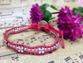 【送料無料】お花いっぱいの華奢なラップブレス(赤)の画像
