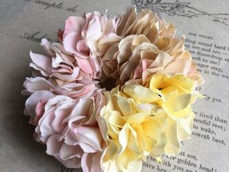 花びらシュシュの画像