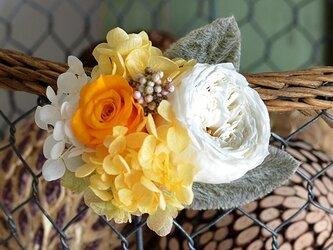 【イエローオレンジ】 プリザーブドフラワー コサージュ ローズ アジサイ 発表会 結婚式 入学式 ヘッドドレス 米寿 七五三の画像