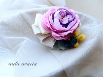 コサージュ ヘッドドレス ラベンダー色のローズ、ベリーとミモザの画像
