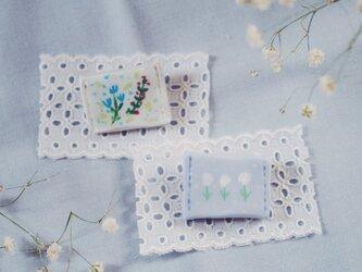 優しい花 pillow ブローチの画像
