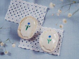 優しい青い花 ブローチの画像