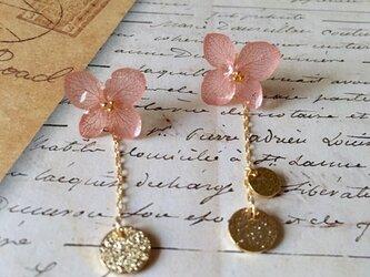 *ヴィンテージピンク*紫陽花とゴールドプレートピアスの画像
