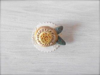 お花ブローチ(アイボリー&クリーム) 陶土ブローチの画像