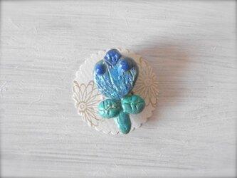 お花ブローチ(青&緑) 陶土ブローチの画像