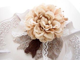 卒園・入学・結婚式にぴったり大人可愛い上品コサージュ・ベージュ5の画像
