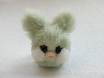 ウサギのminpi(ブローチ)の画像
