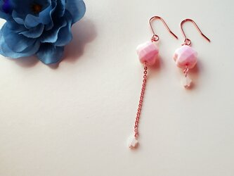 春の訪れを告げるクィーンコクーンシェル Printemps cherry Blossoms earrings P0033の画像