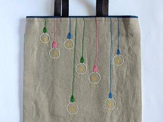 カラフル裸電球の手刺繍リネンぺたんこバッグの画像