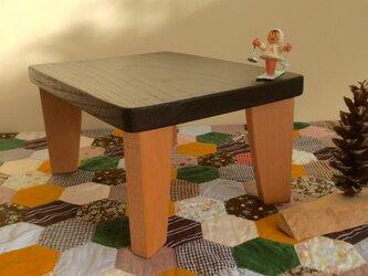小さな花台(ツートンカラー版)の画像