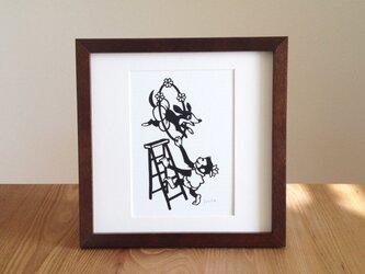 切り絵のサーカス「ビーグルと」の画像